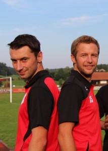 Fabian Herdin links und Thomas Lauter werden auch in der kommenden Saison gemeinsam den SC Altenmünster trainieren.